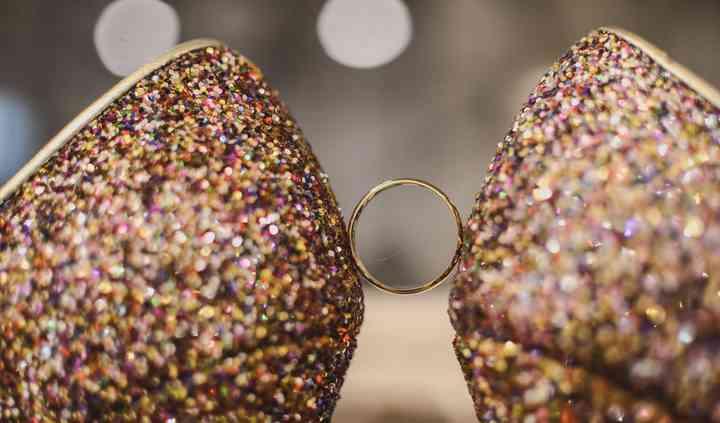 Zapatos y anillo
