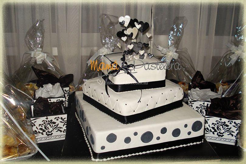 Torta de bodas en blanco y negro