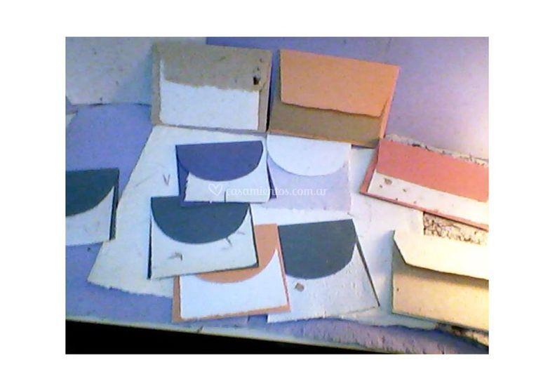 Sobres y papeles hechos a mano