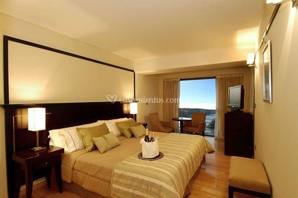 Habitación matrimonial con amenities