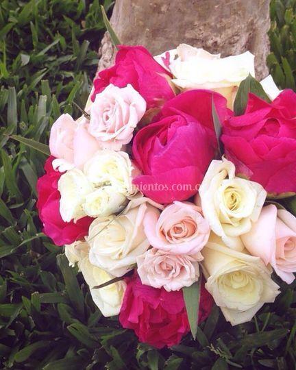 Ramo con peonias y rosas