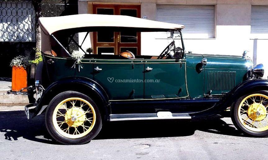 Casamiento auto antiguo