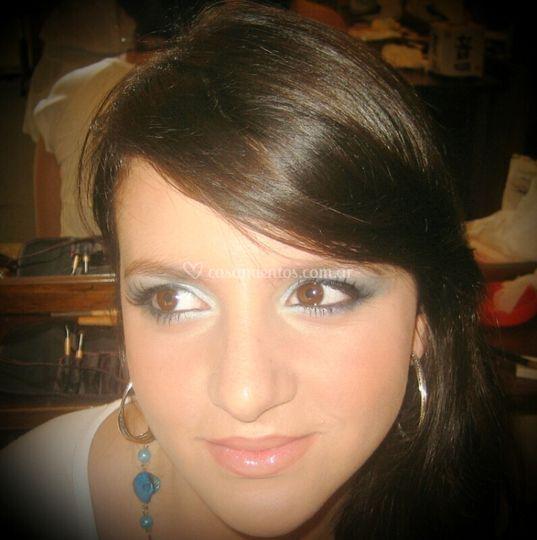 Make up en tono celeste