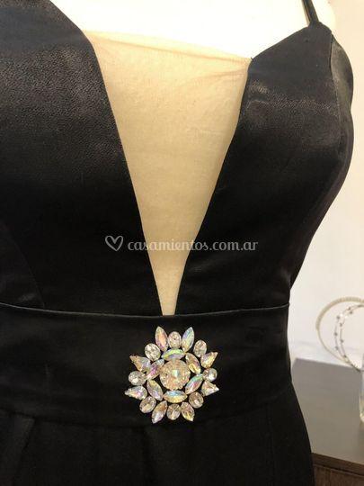 Vestido crepé cinturón bordado