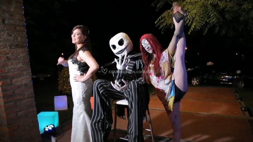 La novia con los bailarines