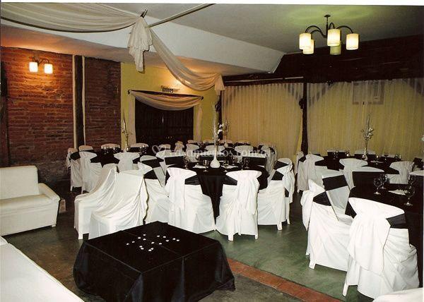 Mesas en el salón altos