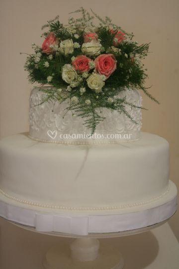 Torta de boda con bordado
