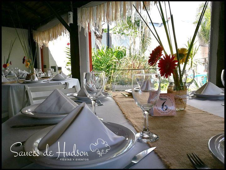 La mesa esperando por sus invitados