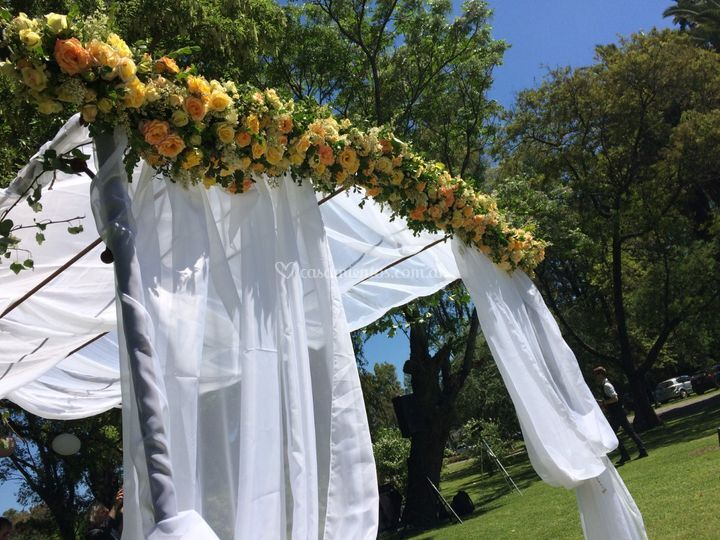 Altar en flores naturales.