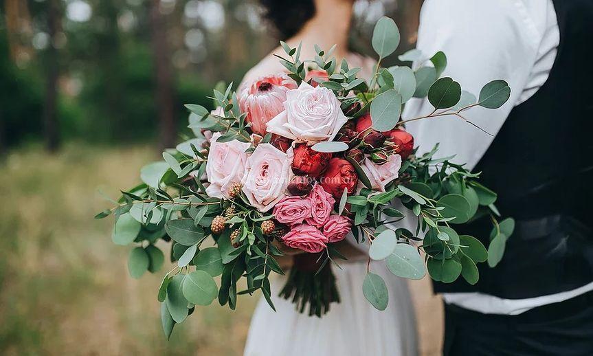 Ramo con rosas asimétrico