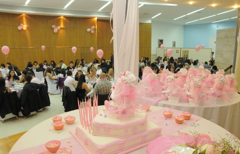 Mesa de torta y souvenirs