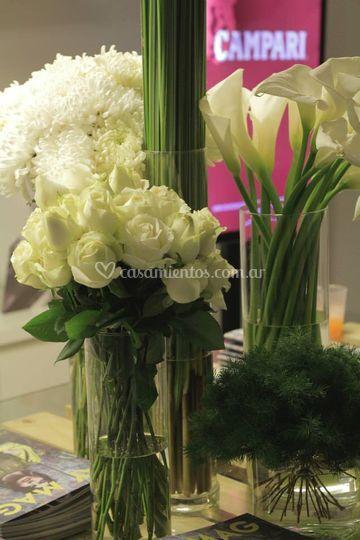 Calas, rosas, crisantemos