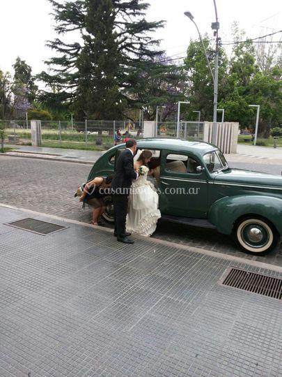 El ford 40 llegando a la catedral