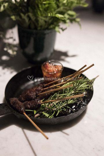 Sticks de carne con romero