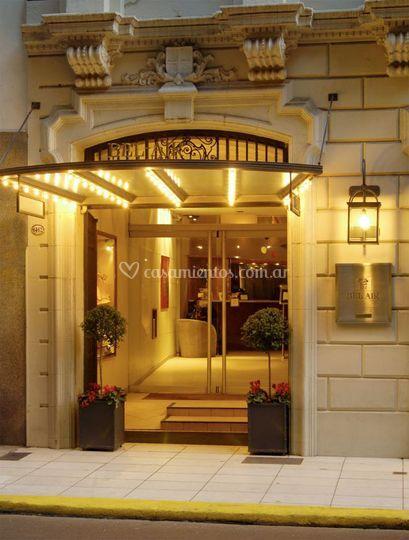 Puerta principal del hotel