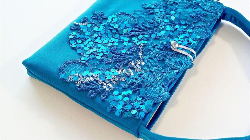 Bolsa con tela de ropa novia