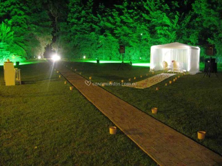 Vista del parque iluminado
