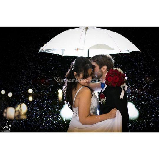 Casamiento bajo la lluvia