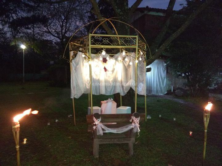 Decoración nocturna del altar