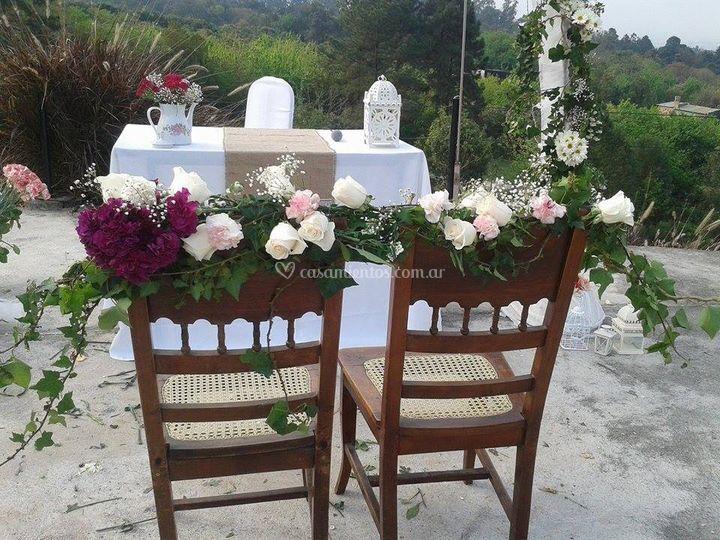 Sillas civil con flores
