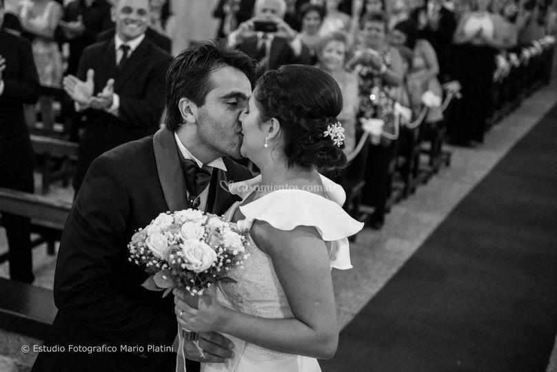 Beso en el altar de Mario Platini