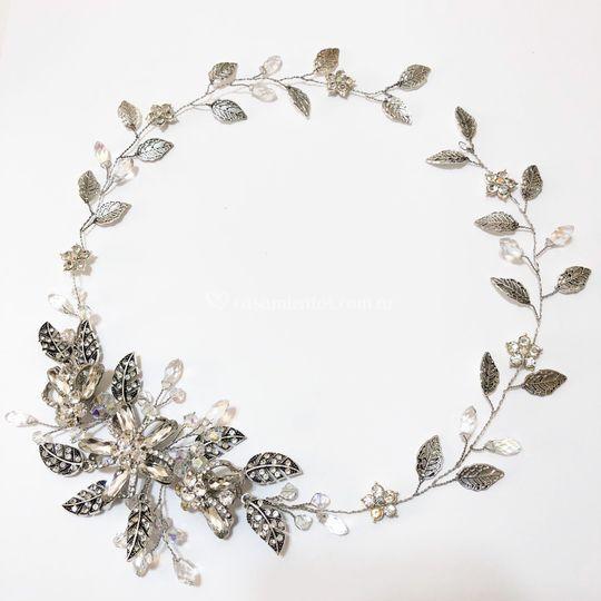Corona hojas antiguas Millie