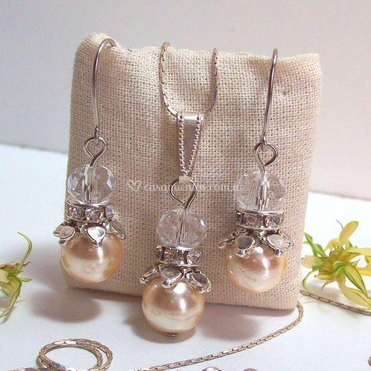 Aros y collar, perlas, cristal