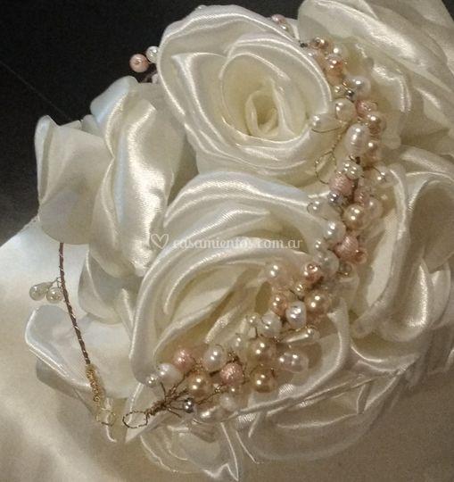 Tiara con perlas de cultivo