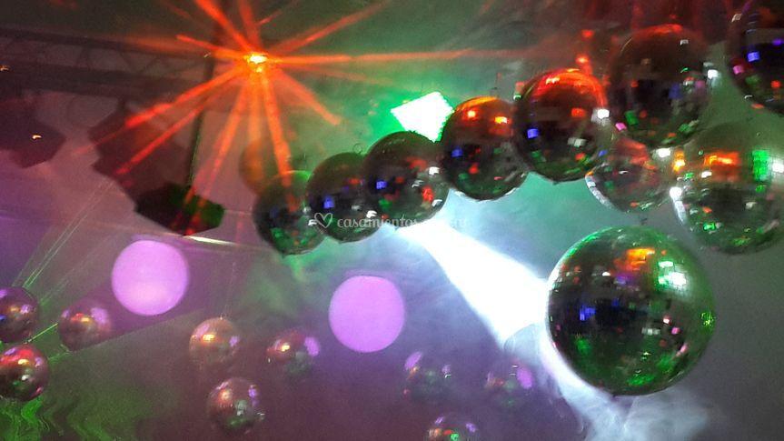 25 esferas espejadas, 5 leds