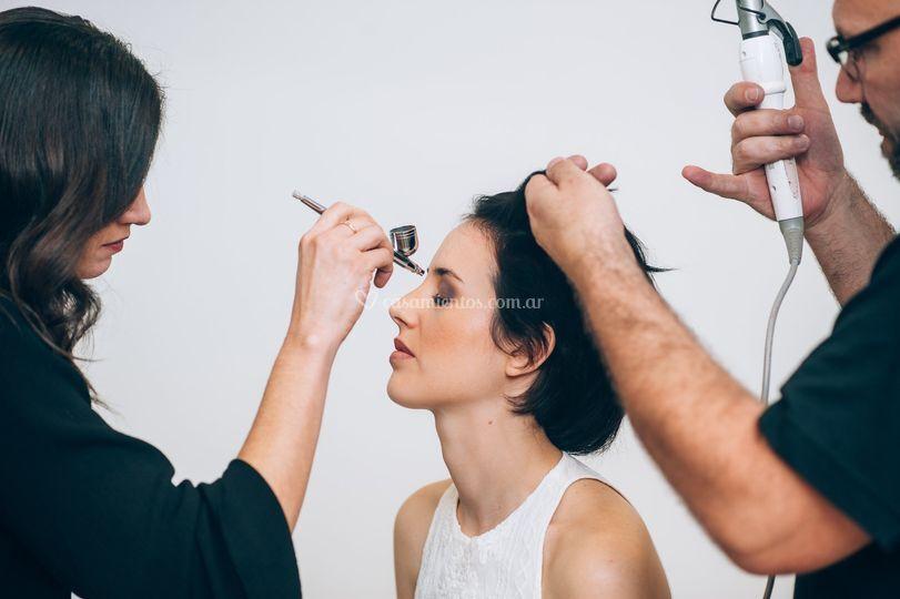 Maquillaje y peinado a novias