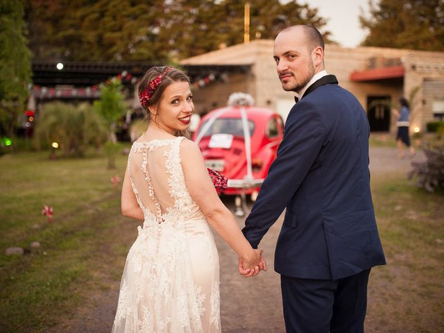 El casamiento de Ale y Gaby en Castelar, Buenos Aires 81