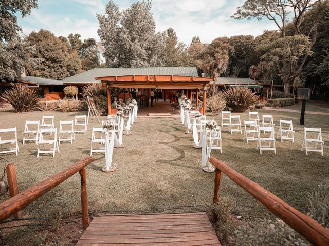 El casamiento de Javi y Caro en Burzaco, Buenos Aires 13