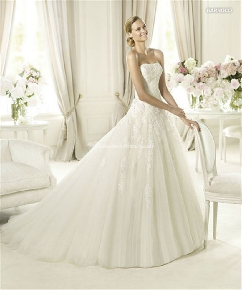 Vestidos de novia strapless con cola larga