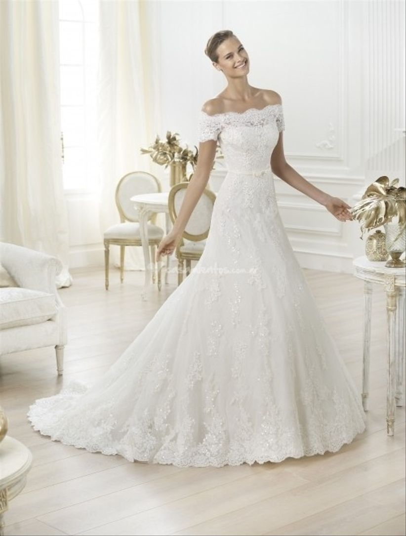 Vestido de novia con cuello bote