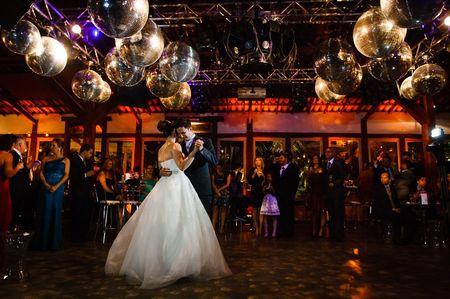 La tradición de bailar el vals: consejos para brillar en la pista
