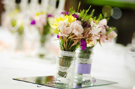 12 ideas baratas para decorar con frascos y botellas