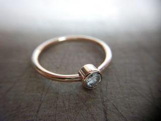 Anillos de compromiso y alianzas: 25 modelos con piedras preciosas azules