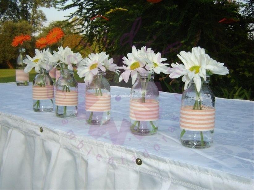 12 ideas baratas para decorar con frascos y botellas for Decoracion bodas baratas