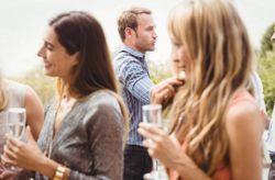 No aguanto al novio de mi mejor amiga: 5 tips para controlar la situación
