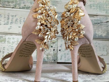 Conocé la historia del emotivo mensaje en los zapatos de esta novia