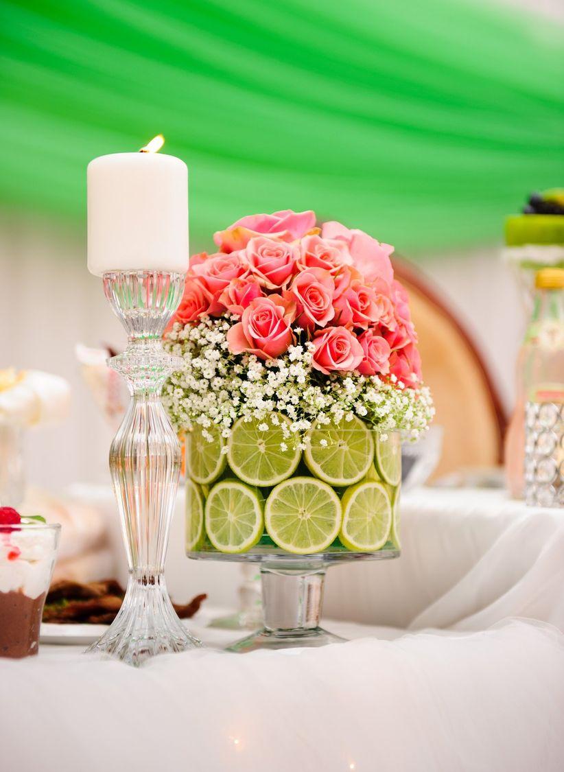 Centros de mesa para casamientos en verano for Arreglo de mesa para boda en jardin