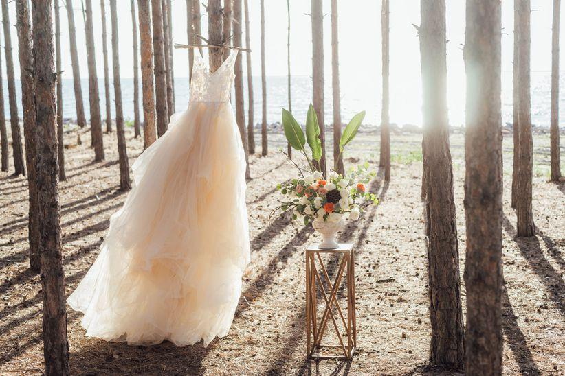 Sonar con vestido de novia roto sucio