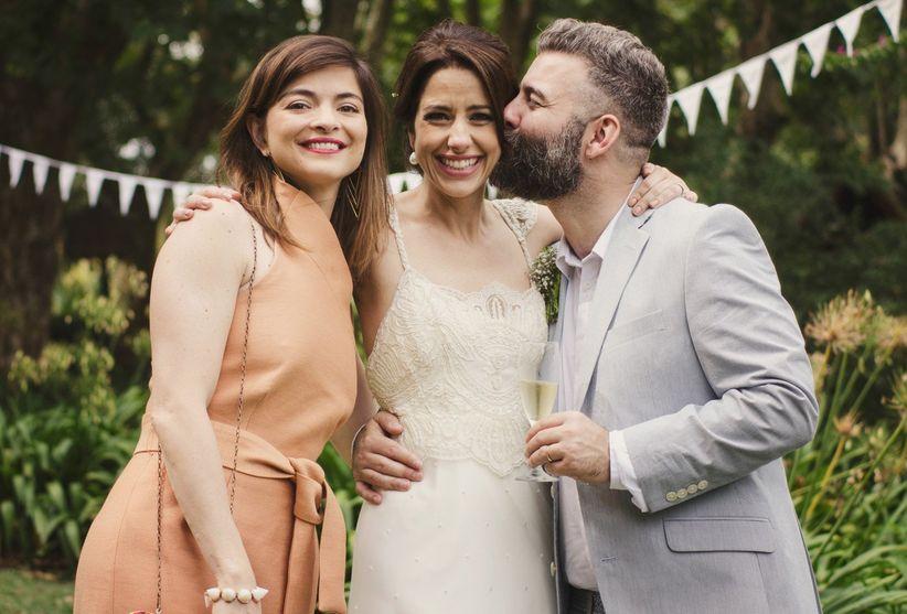 cómo deben vestir las hermanas del novio y la novia