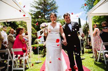 Claudia y Santiago: una ceremonia de día, al aire libre y con estilo rústico