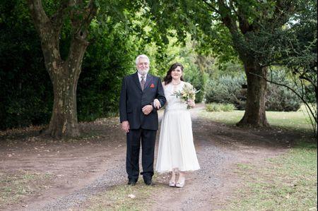 30 vestidos de novia con largo midi, el toque original y glamoroso para tu look