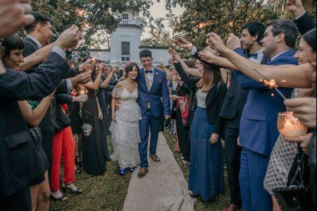 ¿Tenemos que invitar a las parejas de nuestros amigos al casamiento?