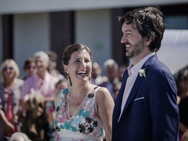 ¿Cómo incluir toques de color en tu look de novia? 5 formas de romper con el blanco
