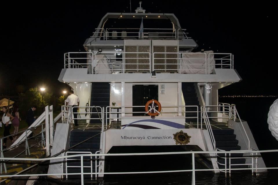 Catamaran Mburucuya Connection - Embarcación para Casamientos 3