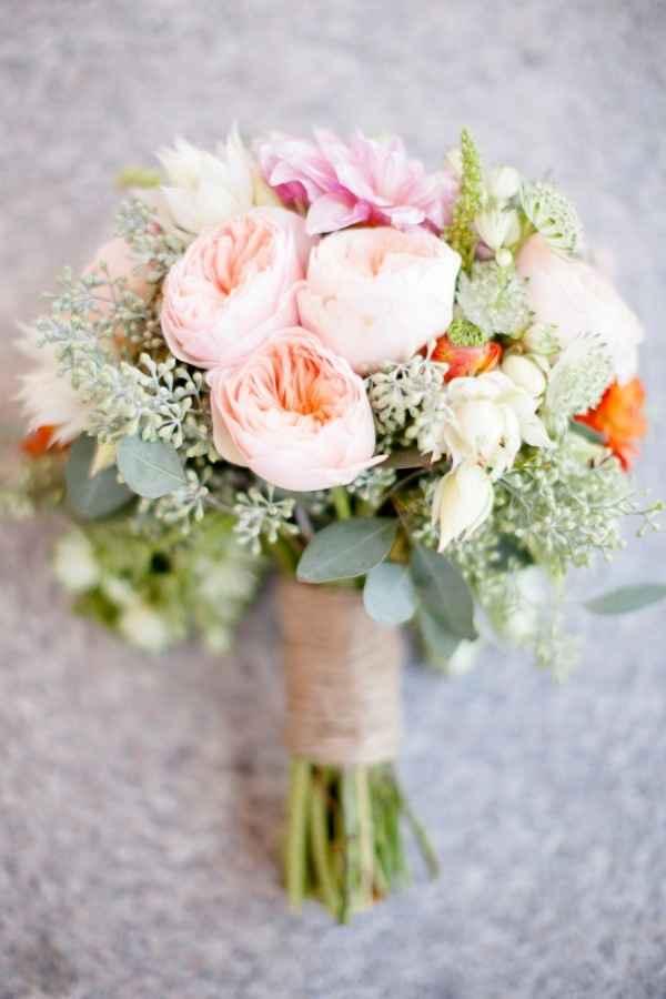 Hermoso ramo de Peonias color Salmón y rosas!