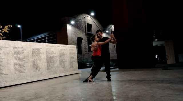 Buen dia chicas. Soy bailarina de tango en eventos. Si a alguien le interesa puede entrar a mi faceb